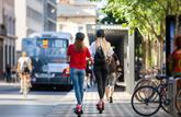 Gare aux clauses abusives dans les contrats de location de trottinettes et de vélos en libre-service