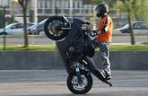 Des rodéos à moto ont lieu dans mon village