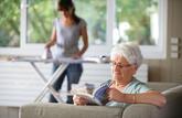 Donation, succession : les salariés à domicile peuvent être gratifiés par leur employeur
