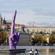 Un doigt d'honneur géant à Prague