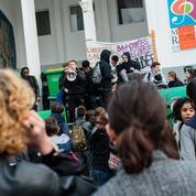 Lycées, facultés: début de ras-le-bol face aux bloqueurs