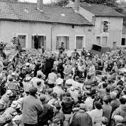 Tour de France 1960: les coureurs s'arrêtent pour saluer le général de Gaulle