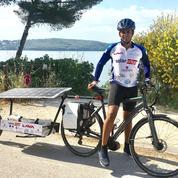 Cet étudiant d'HEC pédale avec un vélo qui marche à l'énergie solaire