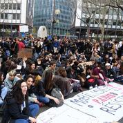 Plus d'un millier de personnes manifestent à Paris contre la réforme de l'université