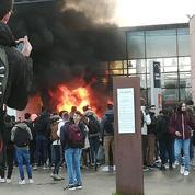 Parcoursup, «gilets jaunes», bac... En colère, ces élèves brûlent leur lycée