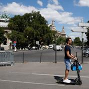 À Paris, la guerre des trottinettes électriques fait rage
