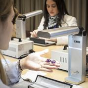 Des étudiants de Sup de Luxe à la découverte de la joaillerie à l'école Van Cleef & Arpels