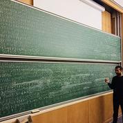Journée mondiale du nombre Pi: il écrit les 3141 premières décimales, de tête, au tableau