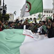 Dans les rues d'Alger, les manifestants scandent: «Ils doivent tous partir!»