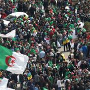 Algérie: une foule immense défile, heurts entre policiers et manifestants