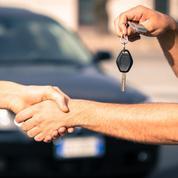 Location de voiture, le prix des options chez différents loueurs