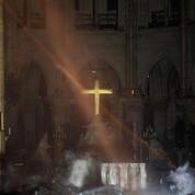 Incendie de Notre-Dame: «Cette croix qui demeure...»