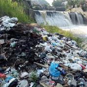 Des barrières géantes pour empêcher les déchets en plastique d'atteindre les océans