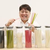 Une entreprise coréenne fabrique des pailles comestibles à base de riz