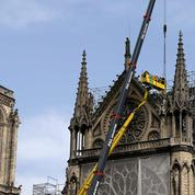Notre-Dame: les travaux de bâchage s'accélèrent alors que la pluie menace
