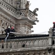 Les travaux de bâchage de Notre-Dame ont débuté