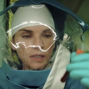 Julianna Margulies lutte contre le virus Ebola dans Hot Zone