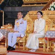 Rama X se marie et affermit son emprise sur le royaume de Thaïlande