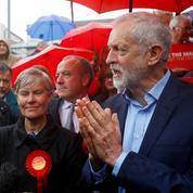 Royaume-Uni: conservateurs et travaillistes chutent aux élections locales