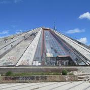 Musée à la gloire d'un dictateur devenu base de l'Otan, la pyramide de Tirana retrouve vie