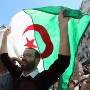 Ces binationaux qui rentrent manifester et soutenir les leurs à Alger
