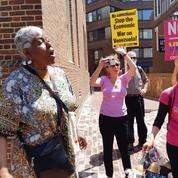 À Washington, l'ambassade du Venezuela assiégée