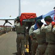 Aux Invalides, les honneurs rendus aux deux soldats tombés au Burkina Faso