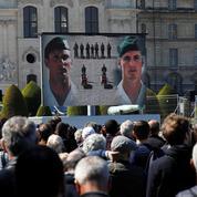Face aux Invalides, la foule salue la mémoire des militaires morts en héros