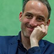 Glucksmann ancré sur ses positions après les critiques des ex-ministres PS sur le Rwanda
