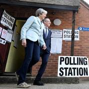 Theresa May se démène pour ralentir sa chute