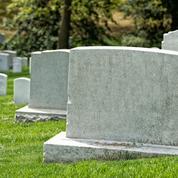 Ivres, des étudiants profanent un cimetière juif: l'un d'eux reste bloqué sous une pierre tombale