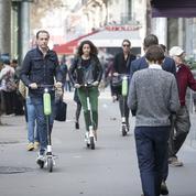 À Paris, les trottinettes électriques en sursis