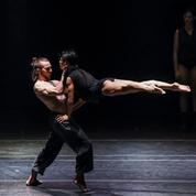 Française contre américaine, les deux écoles de danse s'affrontent au Théâtre de Paris