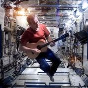 Chris Hadfield et son groupe d'astronautes musiciens repartent en tournée sur Terre