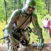 Dans les pas de François 1er, ils vont traverser les Alpes avec une armure de 17 kilos sur le dos