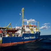Avec 42 migrants à bord, le Sea-Watch force le blocus des eaux italiennes