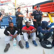 Sea-Watch :les migrants débarqués à Lampedusa, la capitaine arrêtée