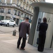 Question urgente posée par le tourisme de masse: où faire pipi à Paris?