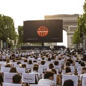 1750 éclats de rire pour la projection d'OSS 117 sur l'avenue des Champs-Élysées
