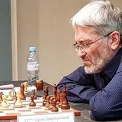 Le grand maître d'échecs Igor Rausis pris en flagrant délit de triche dans les toilettes