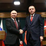Erdogan défie les États-Unis et bascule vers les Russes