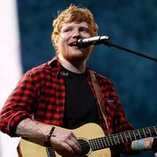 Une étrange statue d'Ed Sheeran installée en plein Moscou