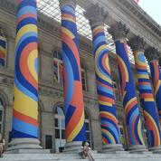 Le Palais Brongniart transformé en monument hypnotique par des étudiants en art