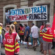 Le «train des primeurs» sur la voie de garage à Nîmes