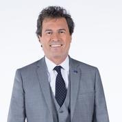 Omar da Fonseca aidé par Stéphane Plaza