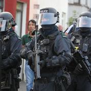 En Irlande du Nord, la police bat en retraite face à des jeunes voulant allumer un brasier géant