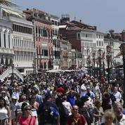 Quotas, taxes, interdictions... Les mesures de 12 destinations contre le surtourisme