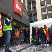 Paris: à l'Ibis Clichy-Batignolles, les femmes de chambre en grève depuis un mois