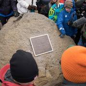 Une plaque pour marquer la disparition d'un glacier islandais
