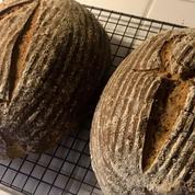 Grâce à des levures millénaires trouvées dans des poteries, ils recréent le pain de l'Égypte antique